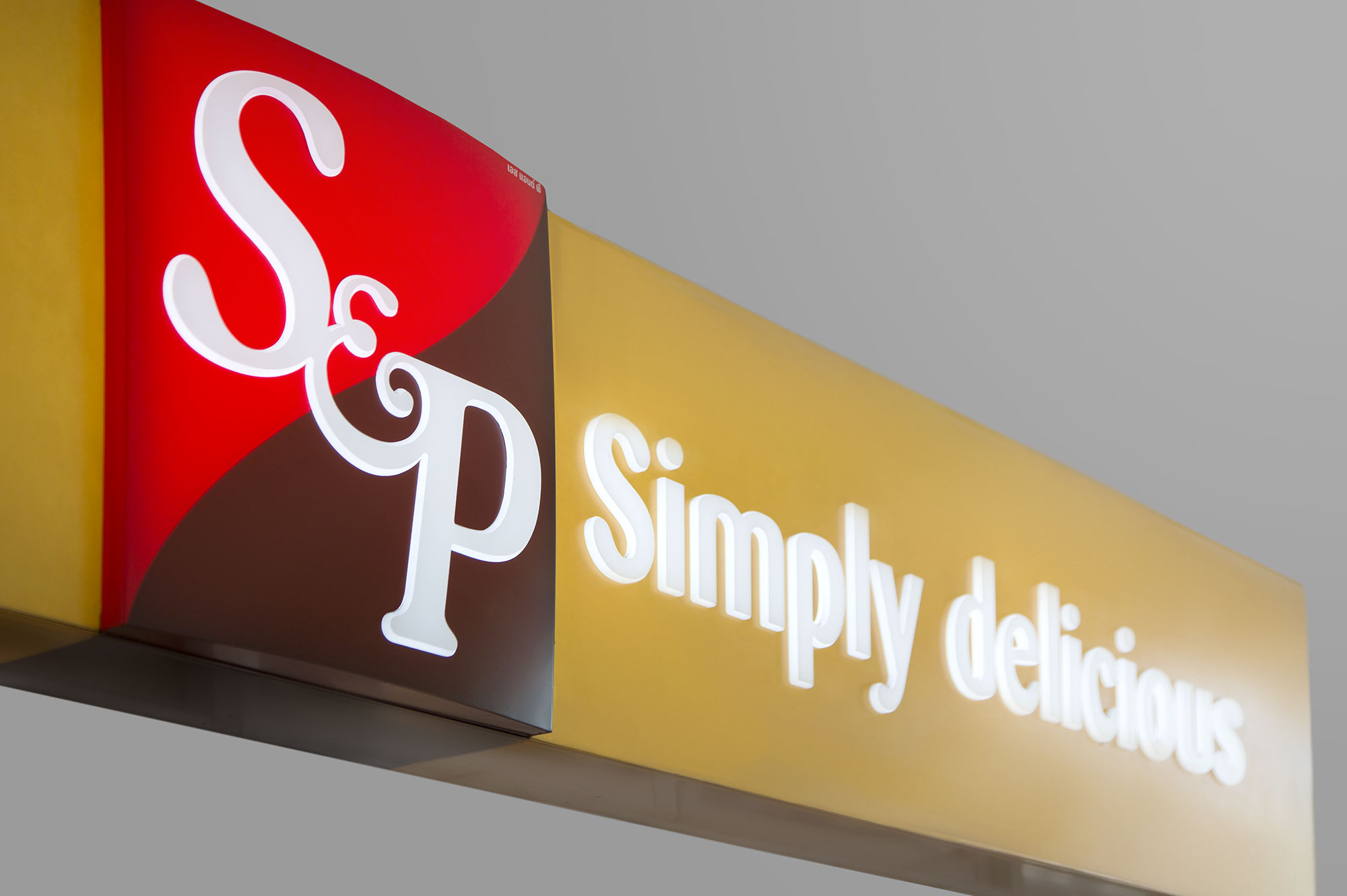 s and p signage design
